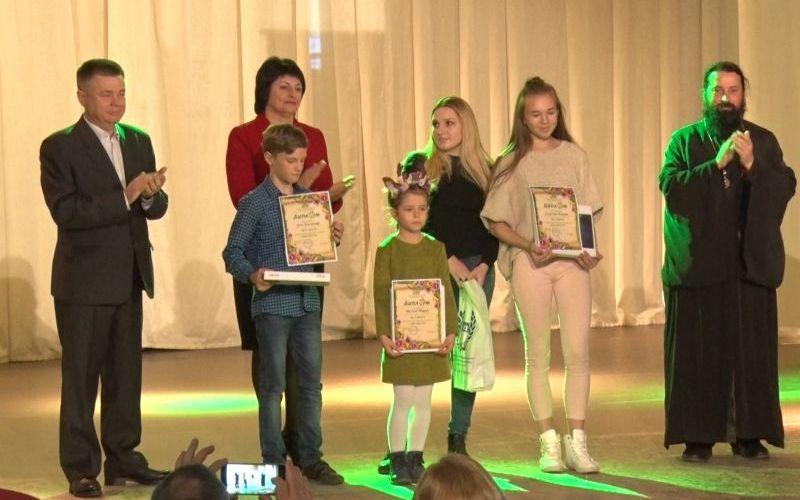 В Севастополе подвели итоги XIII регионального конкурса детского рисунка «Мир цветов»