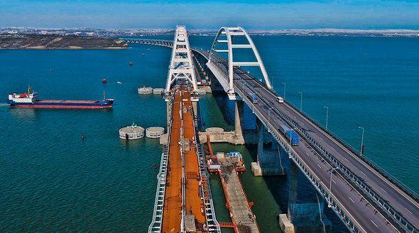 Уже летом технологические поезда смогут ходить по всей длине Крымского моста