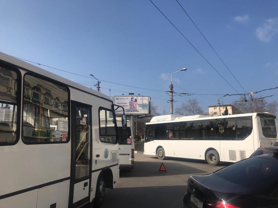 Загадочное массовое ДТП в Севастополе заблокировало доступ к целому микрорайону