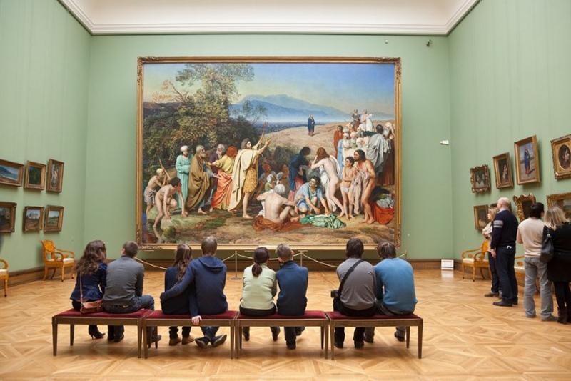В Третьяковской галерее мужчина разделся до нижнего белья и прошел по залам