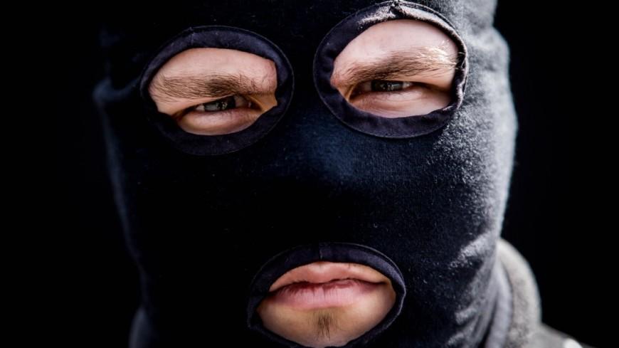 Севастопольцев просят опознать злоумышленника, ограбившего магазин