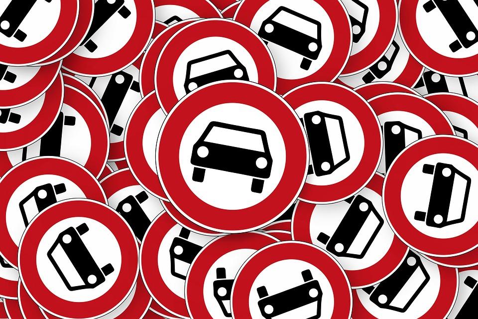 На трех улицах Ялты появятся запрещающие дорожные знаки