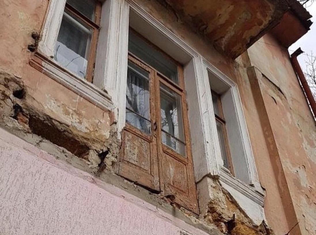 Место обрушения балкона в Симферополе осмотрели чиновники