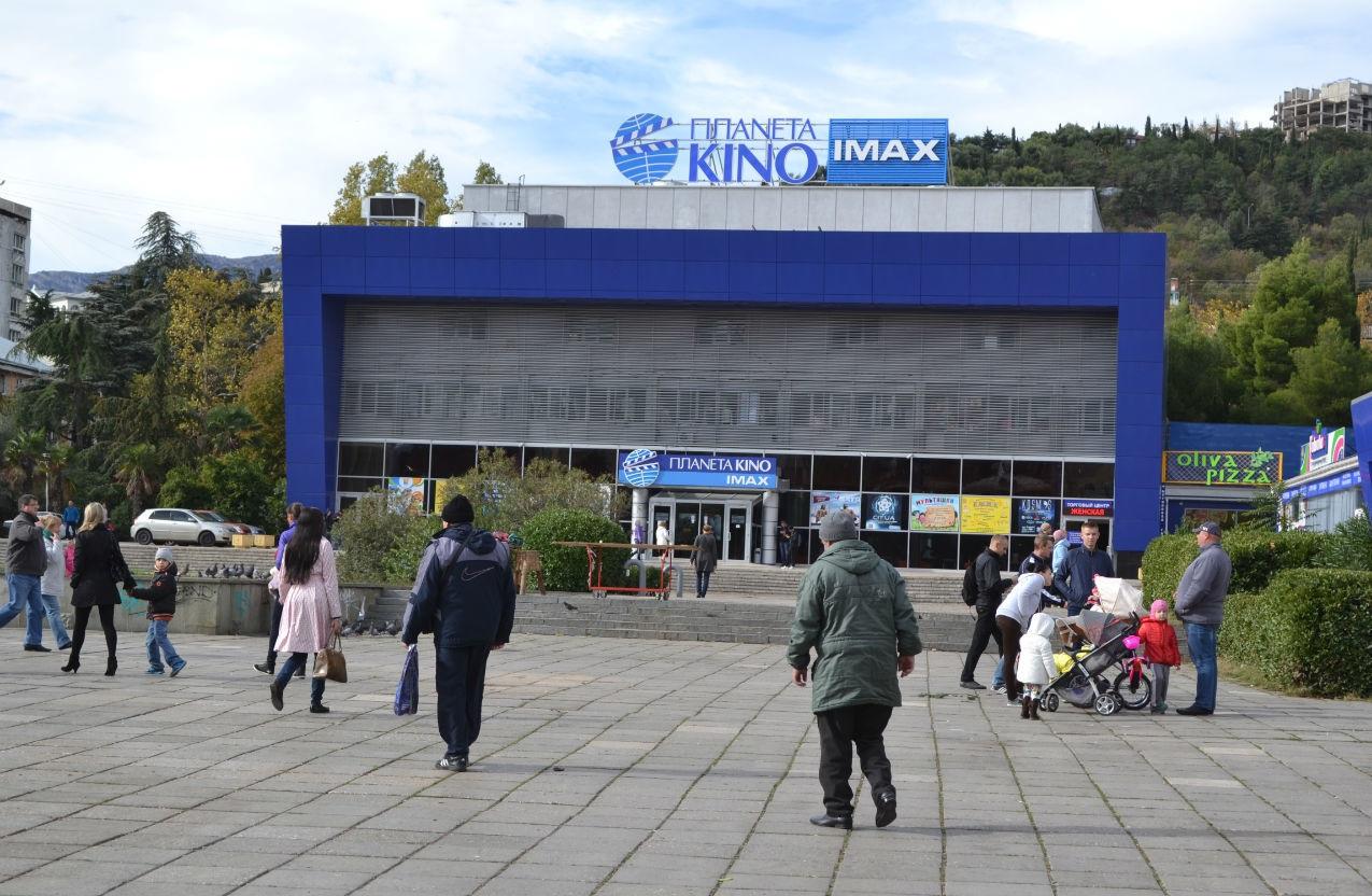 В Ялте из кинотеатра эвакуировали людей из-за подозрительного предмета