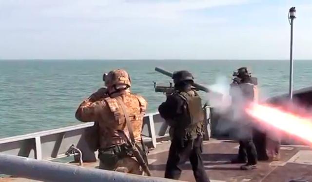 В Сети высмеяли учения буксира ВМС Украины в Азовском море