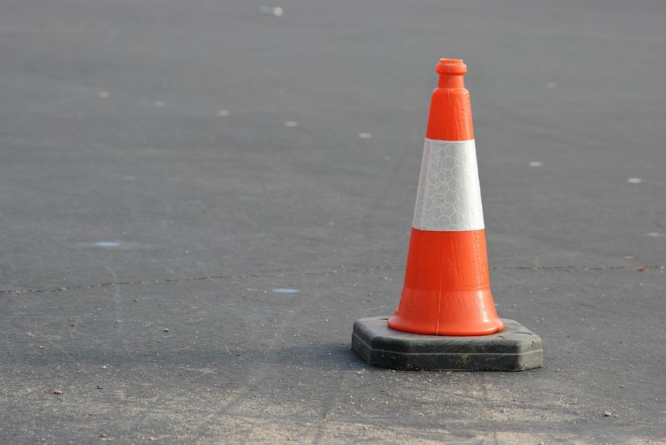 В Севастополе ремонтируют дорогу возле парка на Фиоленте