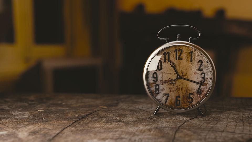 В Госдуму внесен законопроект о возвращении перевода часов