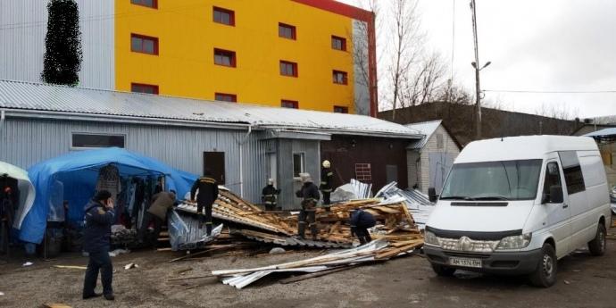Погибшие и раненные люди, обесточенные города: на Украине бушует разрушительный ураган