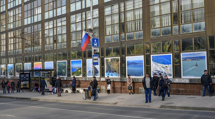 В Севастополе на фасаде ДОФа появилась новая фотовыставка