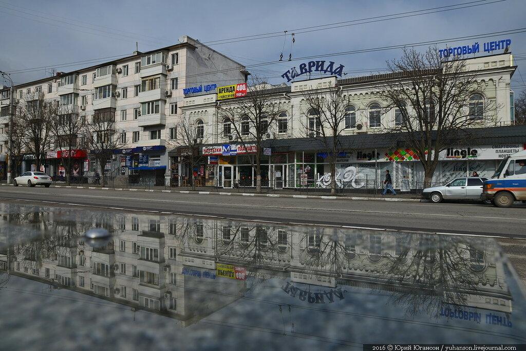 В центре Симферополя закрывают магазины из-за приезда Путина
