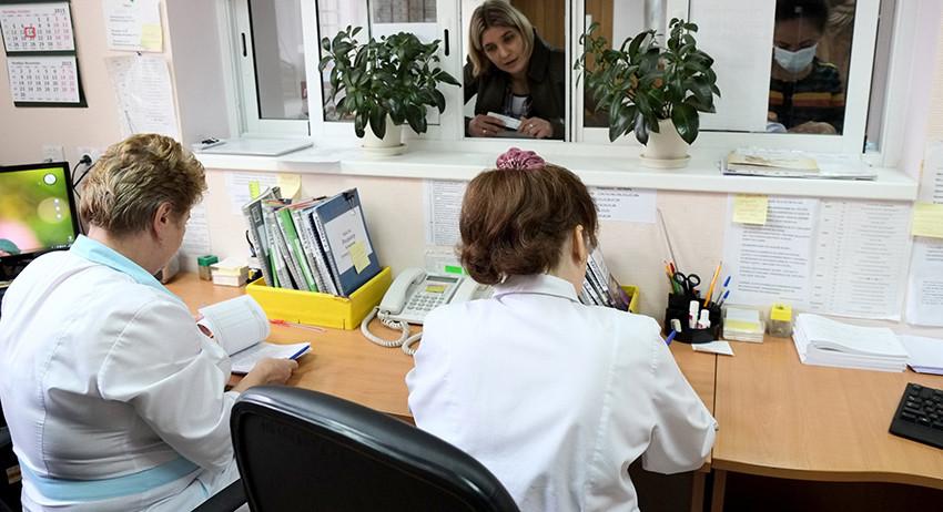 Больничный банкет: врачей в Крыму могут наказать за праздник в обеденный перерыв