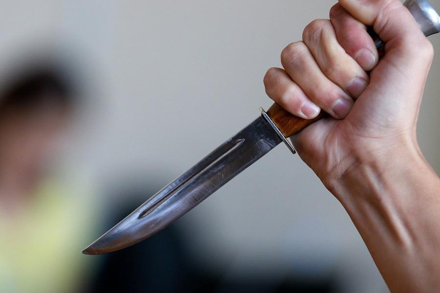 Угрожали продавцу ножом: в Севастополе в магазине произошло разбойное нападение