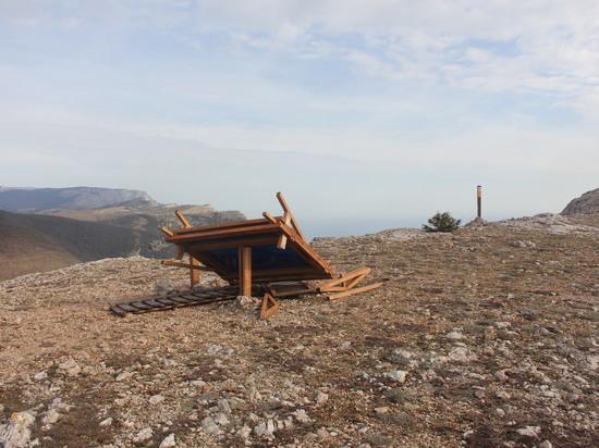 На Большой Севастопольской тропе рухнул еще один информационный стенд
