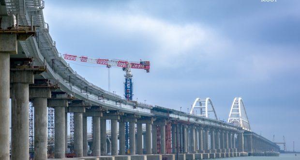 Последние железнодорожные пролеты Крымского моста соединены