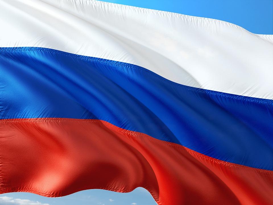 На горе Гасфорта развернули самый большой флаг Российской Федерации