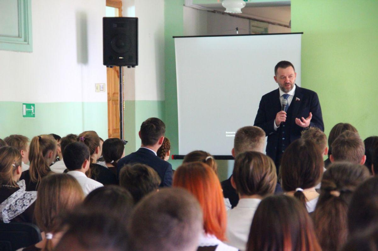 Дмитрий Саблин провел в школе Балаклавы урок, посвященный событиям «Русской весны»