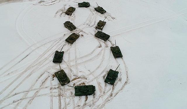 Танкисты построили «восьмерку» из боевых машин в честь 8 марта