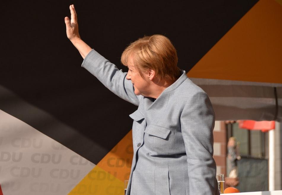 Меркель ответила на призыв США направить корабли в Керченский пролив