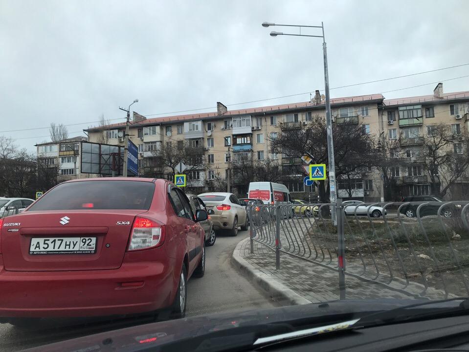 Севастополь встал в пробке из-за очередного ремонта