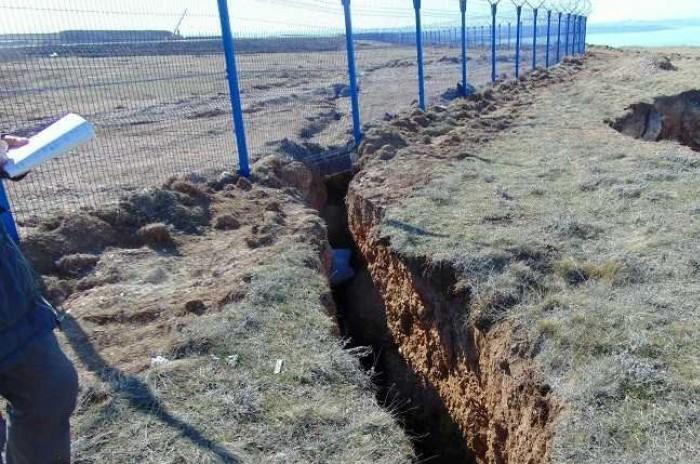 Трещина протяженностью 120 метров: под Севастополем вновь сошел оползень