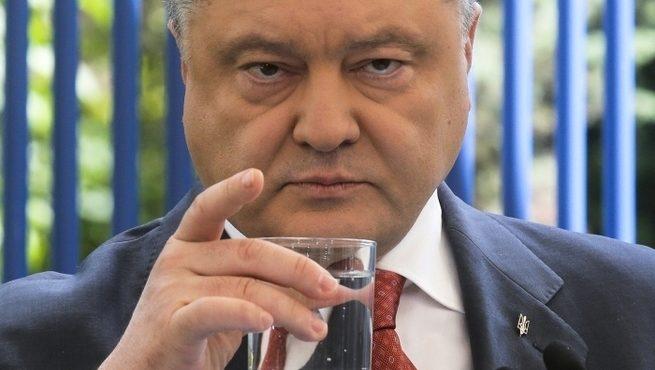 «Скорее пригубливает»: помощник рассказал, сколько алкоголя пьет Порошенко
