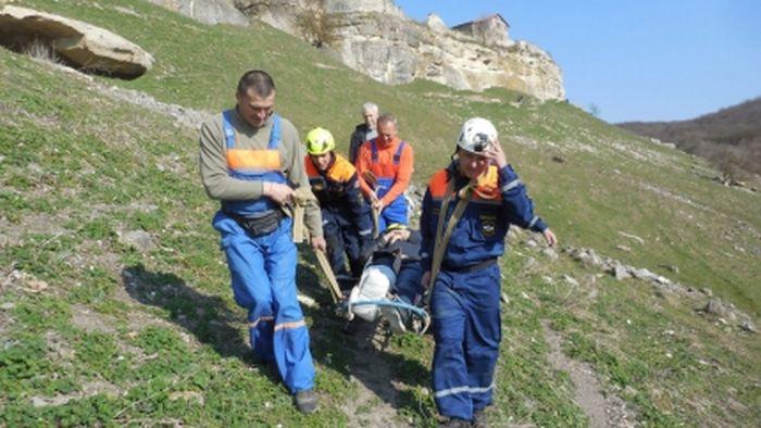 В крымских горах 66-летняя туристка повредила ногу и попала в больницу
