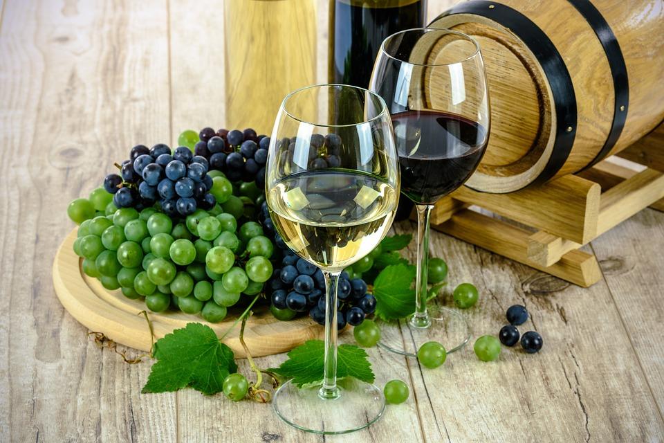 Стало известно, где в России больше всего пьют вина