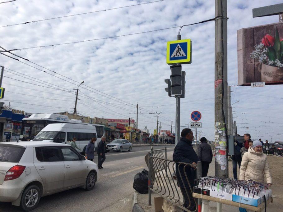 В Севастополе на 5-км у рынка Южный появился новый светофор