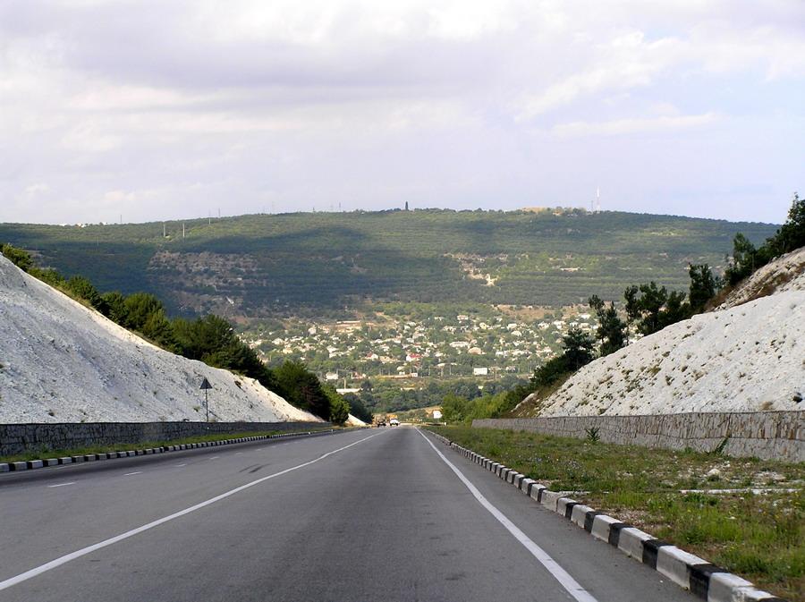 Возле Президентской дороги в Севастополе подорвали бомбу