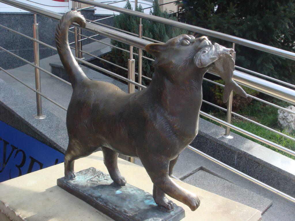 Ушел по «мартовским делам»: с набережной Балаклавы украли скульптуру кота