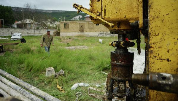 Вывезли на тачках: в Крыму мужчины украли буровые установки