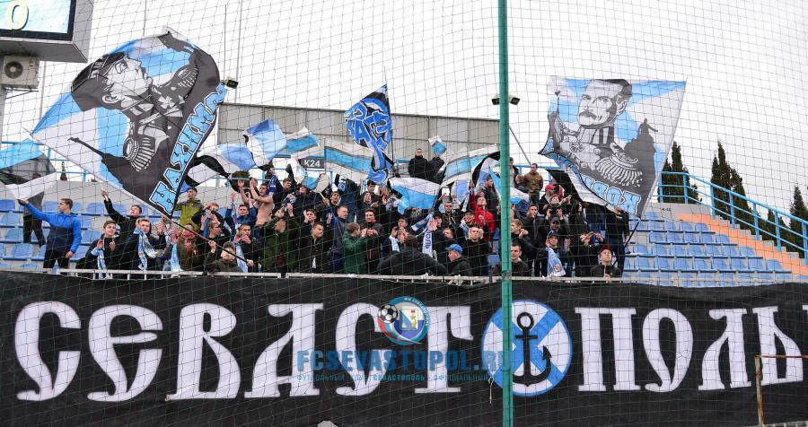 Футбольный клуб «Севастополь» оштрафовали за поведение болельщиков
