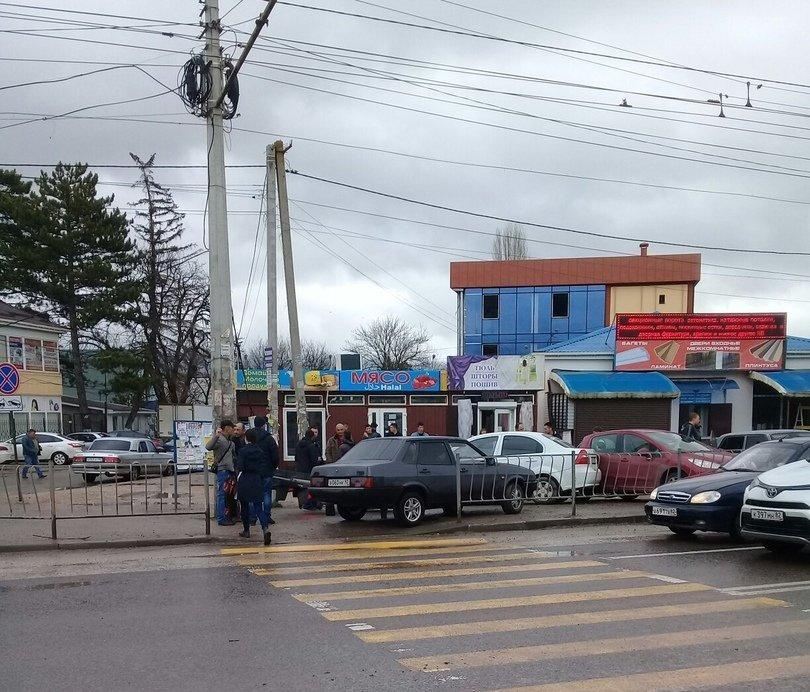 Момент столкновения  ВАЗа со светофором попал на видео