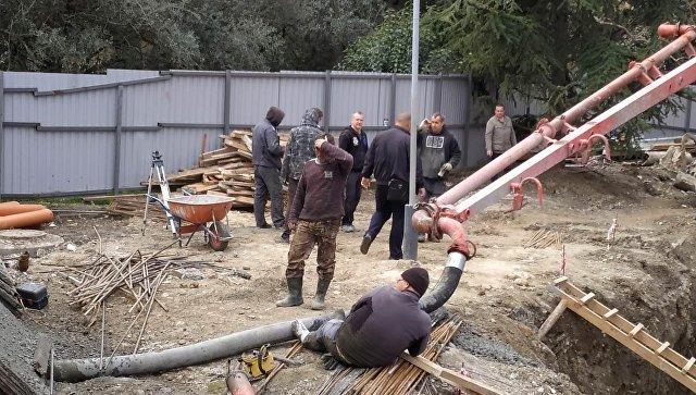 На стройке в Ялте на рабочего упала труба