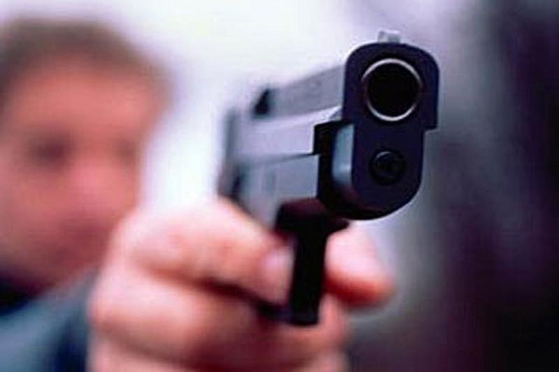 Столичный парковщик расстрелял водителя, который закрыл номера авто бумажкой