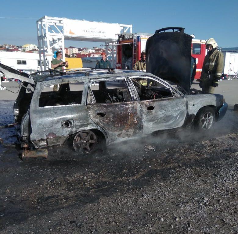 В Севастополе на платной парковке дотла сгорел автомобиль