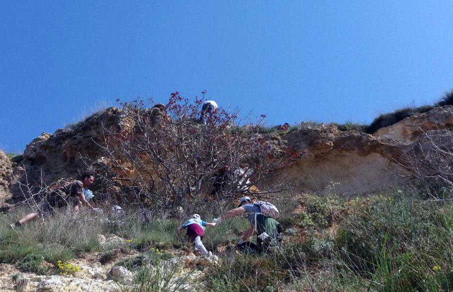 Севастопольцы убрали мусор на склонах Фиолента