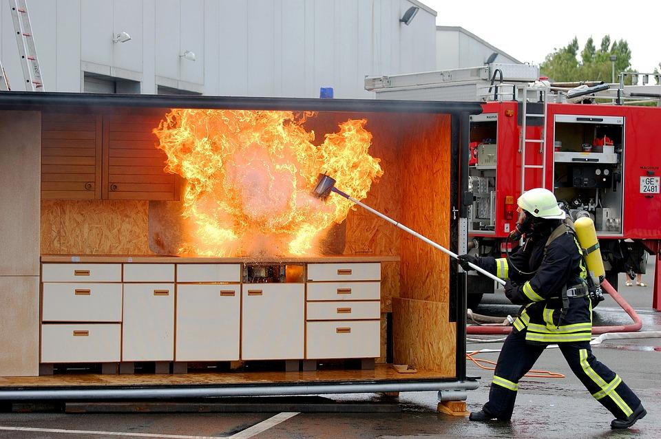 МЧС посоветовало тушить пожар на кухне стиральным порошком