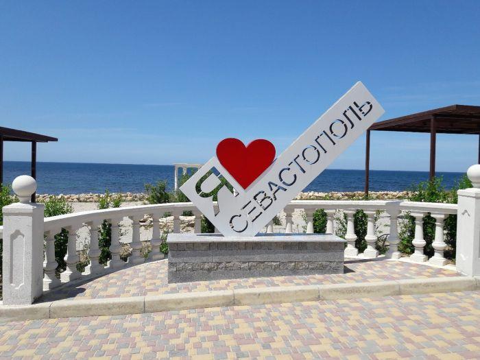Подготовка к сезону: в Севастополе благоустроят пляж мечты