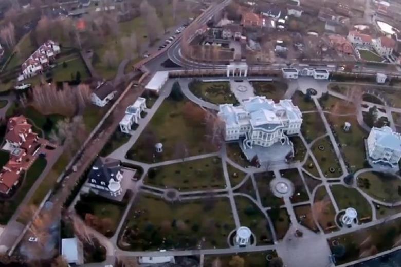 Приглашения на экскурсию в резиденцию «беглого Порошенко» начали получать пользователи Сети