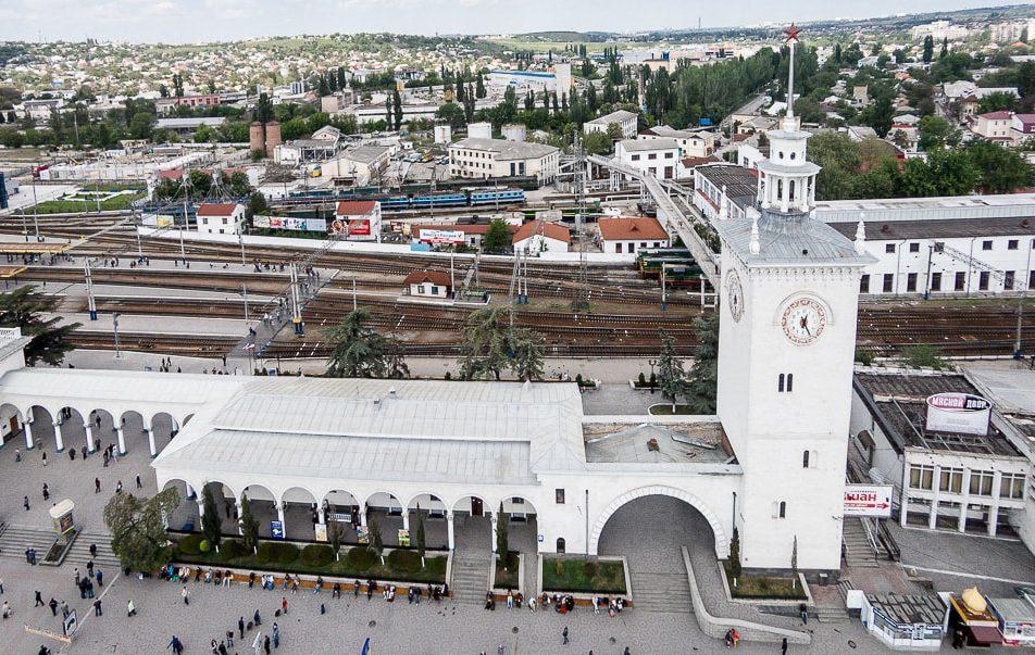 Возле симферопольского вокзала обнаружили труп