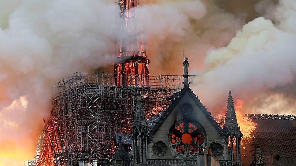 Огонь потушен: после сильного пожара Собор Парижской Богоматери превратился в пепелище