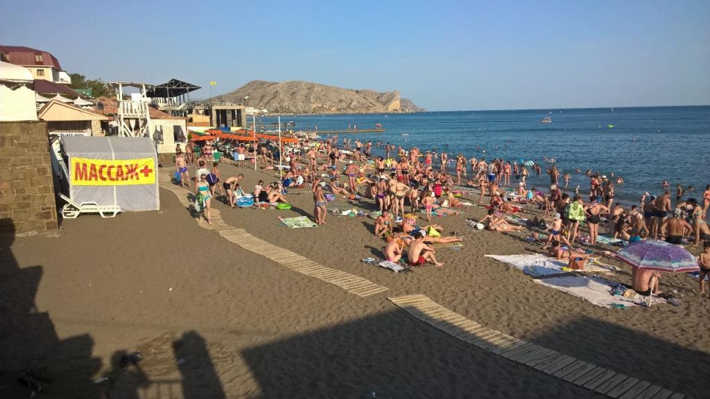 Душ, Wi-Fi, камеры наблюдения: на крымских пляжах обновят инфраструктуру
