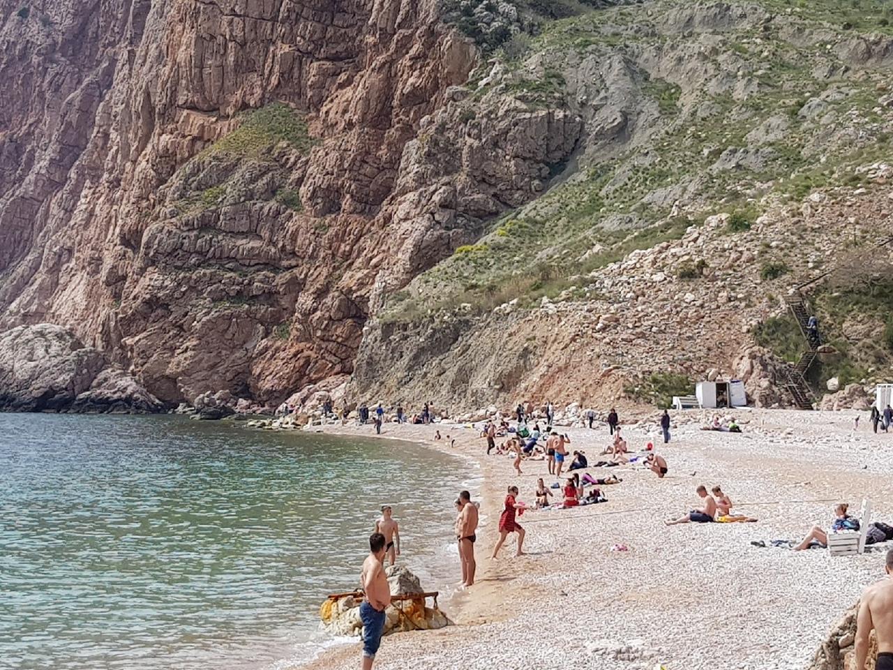 Репетиция лета: на пляжах Севастополя уже не «протолкнуться»