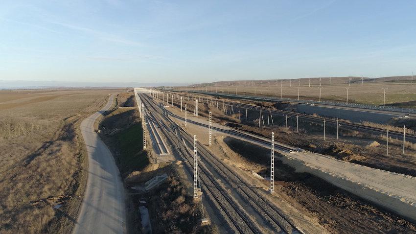 Дорогу вдоль Ж/Д подхода к Крымскому мосту затопило водой