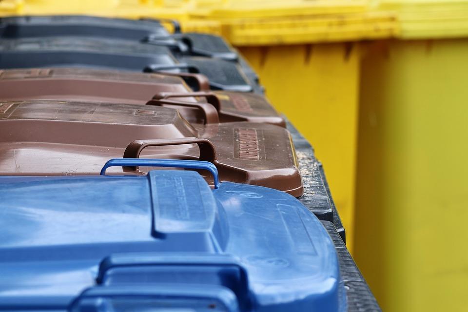 В Севастополе неизвестные воруют и портят мусорные контейнеры