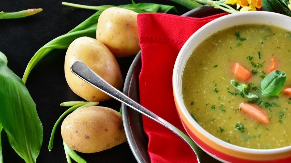 Врачи назвали самые полезные и вредные супы