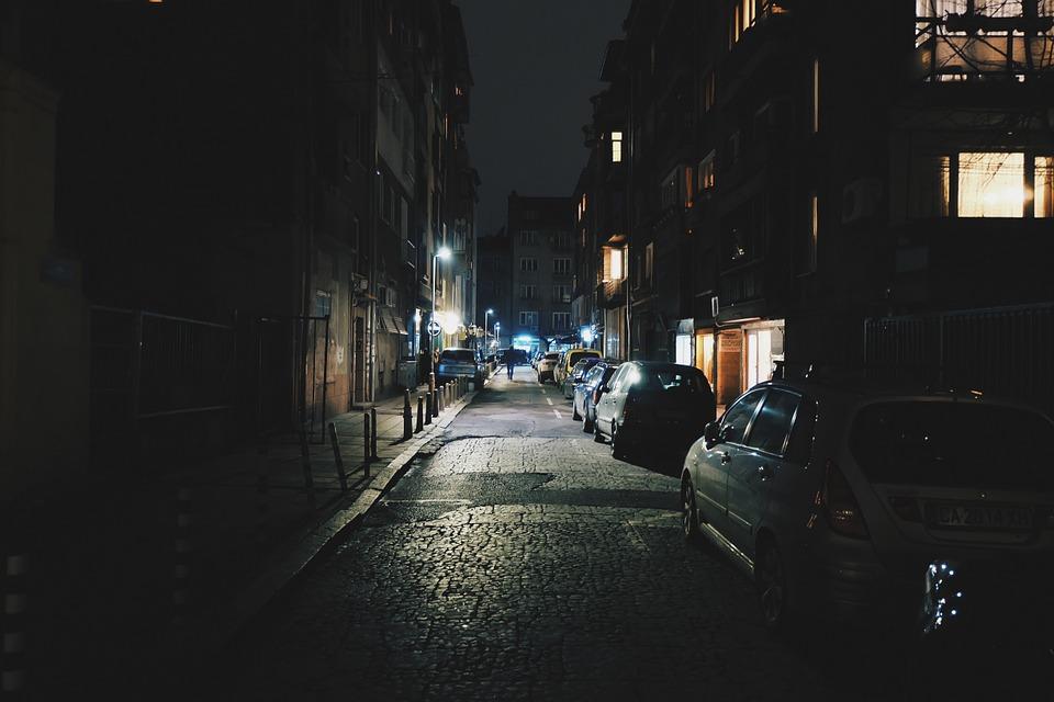 Бродил по улицам, съежившись от холода: в Ялте ночью нашли пропавшего подростка
