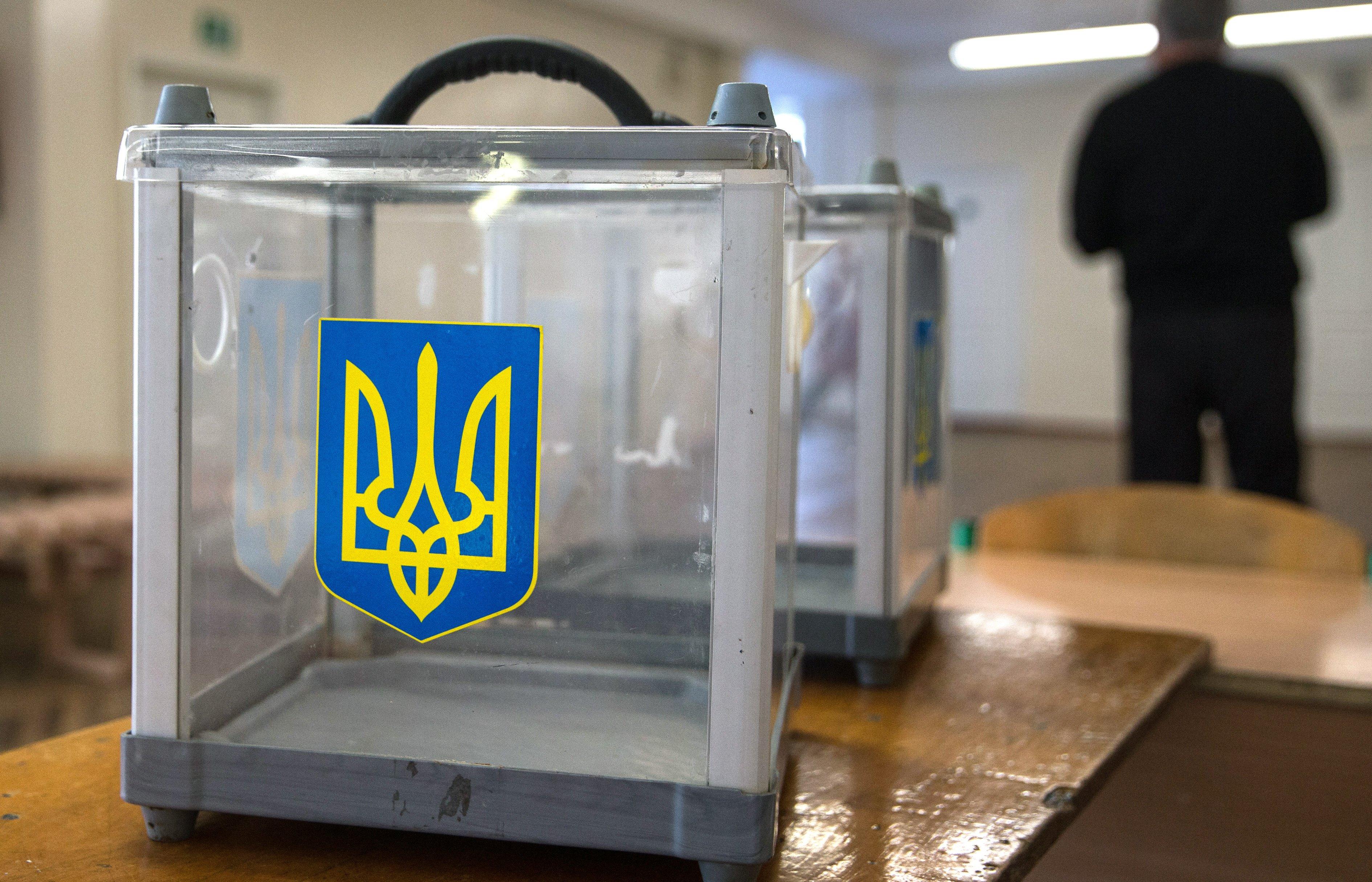 На Украине пьяная избирательница закусила бюллетенем