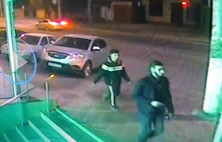 «Утром увидел вмятины и трещины»: ночью в Симферополе неизвестные скакали по чужим автомобилям
